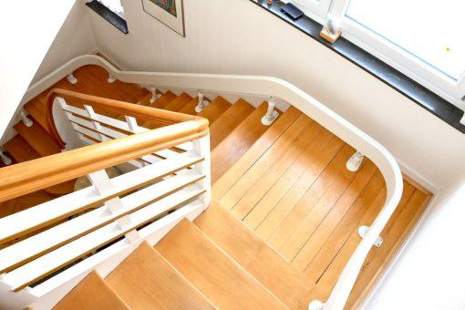 Treppenlift Ansicht Treppenhaus